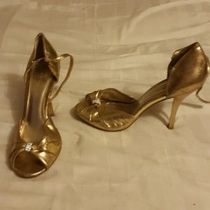 Shoes - gold heels sz 7